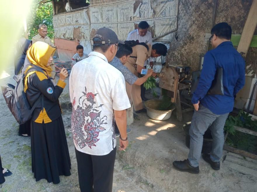 Kunjungan Inovasi Mesin Penghancur Rumput dari Konsultan Nasional  dan Konsultan Pendamping Wilayah di Desa Natai Raya